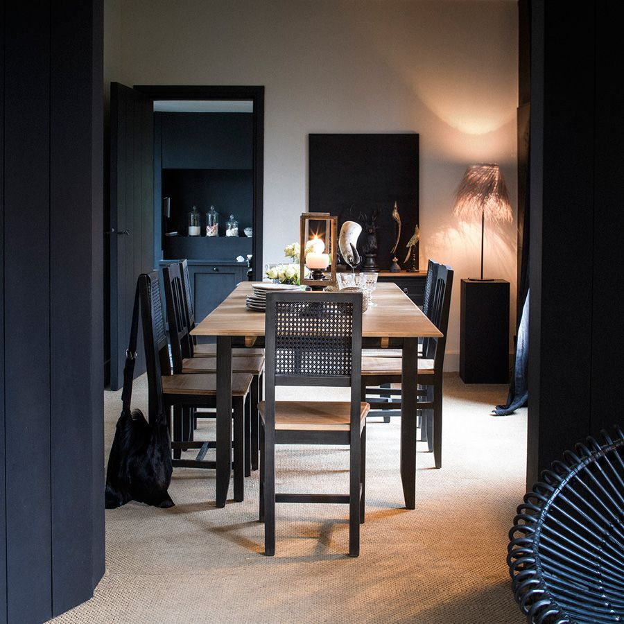 Chaise en pin massif noir - Esquisse
