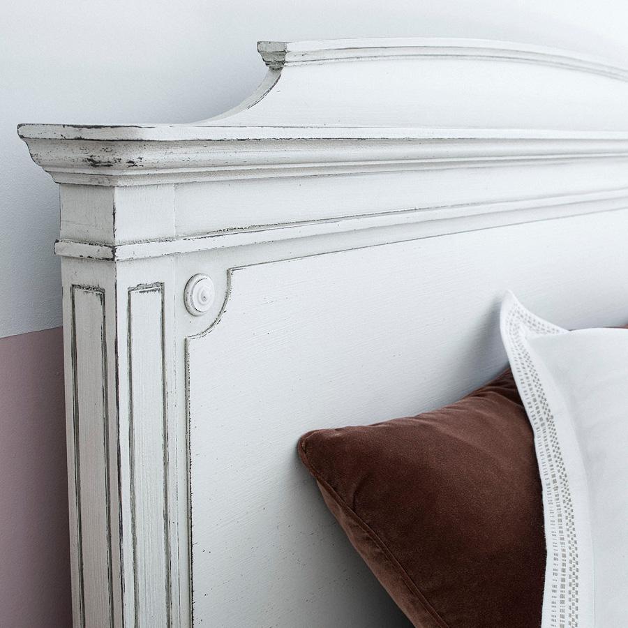 Lit 140x190 en pin blanc craie - Montaigne