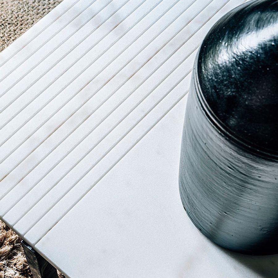 Table basse rectangulaire en marbre blanc – Minéral