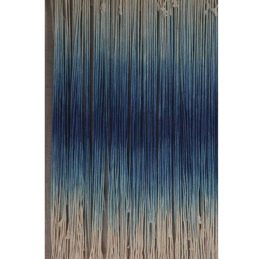 Tableau en macramé bleu
