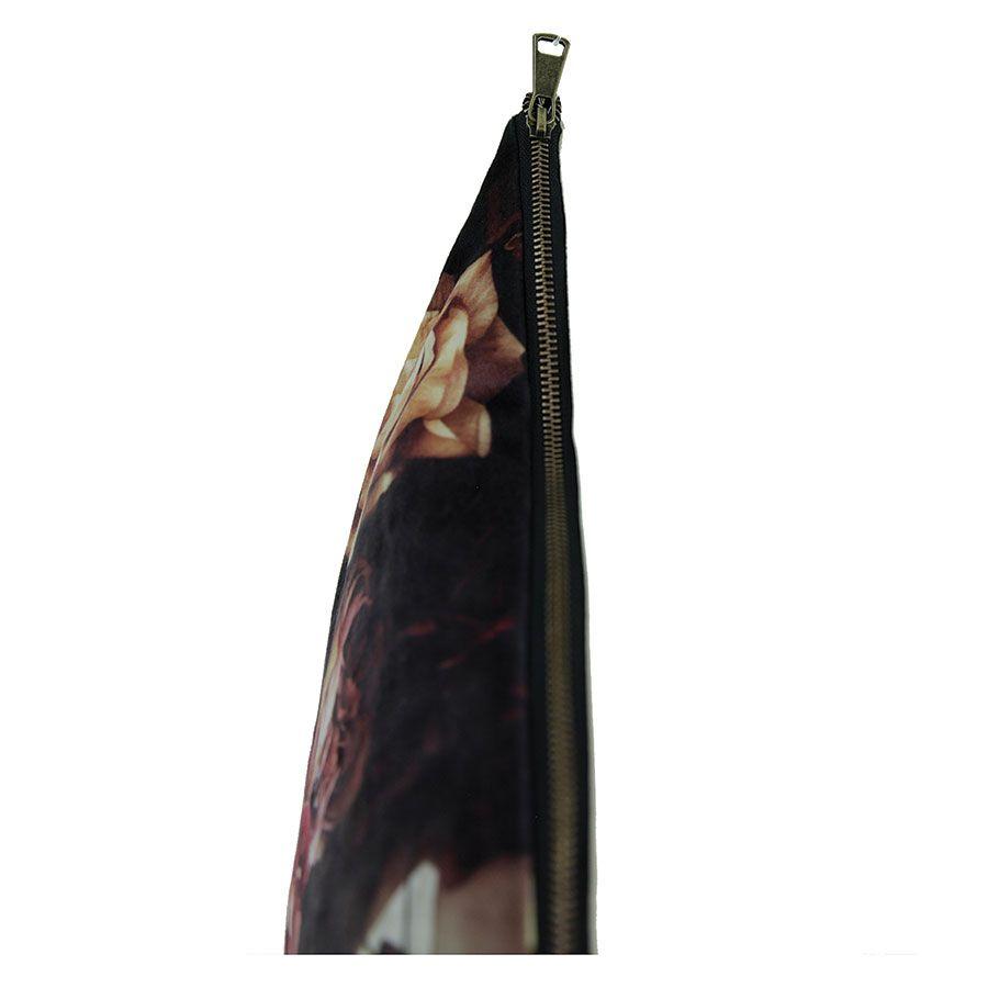 Housse de coussin effet velours imprimé floral en clair/obscur
