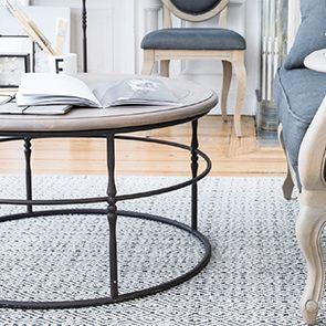 Table basse ronde industrielle en hévéa et métal - Couture
