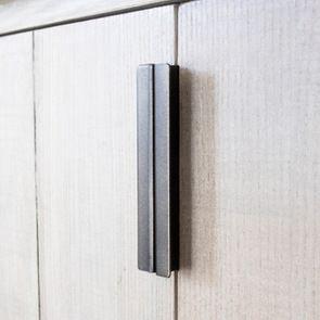 Buffet vitré en bois et métal - Demeure - Visuel n°9