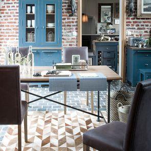 Chaise en tissu éco cuir chocolat et frêne massif - Romane - Visuel n°3