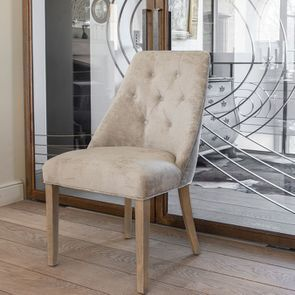 Chaise capitonnée en tissu velours taupe - Judith