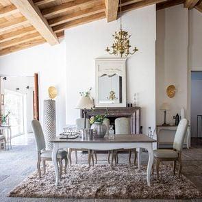 Table à manger extensible en pin blanc vieilli 12 à 14 personnes - Château