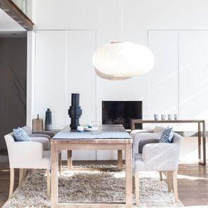 Fauteuil de table en frêne et tissu beige - Marceau