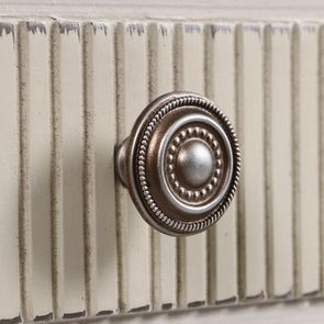 Commode 2 portes 1 tiroir en pin blanc craie - Montaigne - Visuel n°15