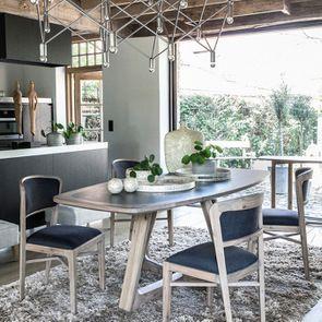 Table ovale contemporaine en acacia massif - Organic - Visuel n°3