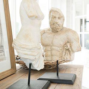 Statue buste de femme sur socle en bois