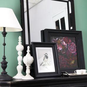 Lampe noire sur pied en bois et résine - Visuel n°3