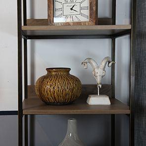 Vase décoratif strié en terre cuite