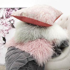 Housse de coussin rose en laine d'agneau du Tibet