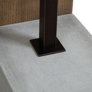 Lampadaire en bois et béton
