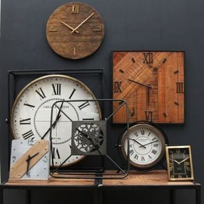 Grande horloge en métal