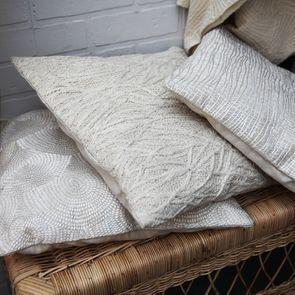 Housse de coussin blanche coton et lin effet satiné - Visuel n°4