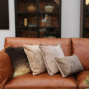 Housse de coussin effet velours motif floral beige - Visuel n°3