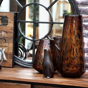 Vase marron en verre