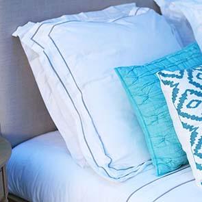 Linge de lit 240x260 avec 2 taies d'oreiller en coton blanc - Visuel n°2