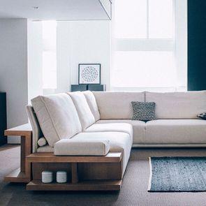 Module table et accoudoir en bois avec coussin pour canapé d'angle en tissu beige - Milano - Visuel n°3