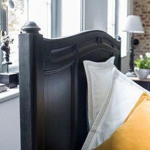 Lit pour literie 140x190 cm en pin massif noir – Manoir