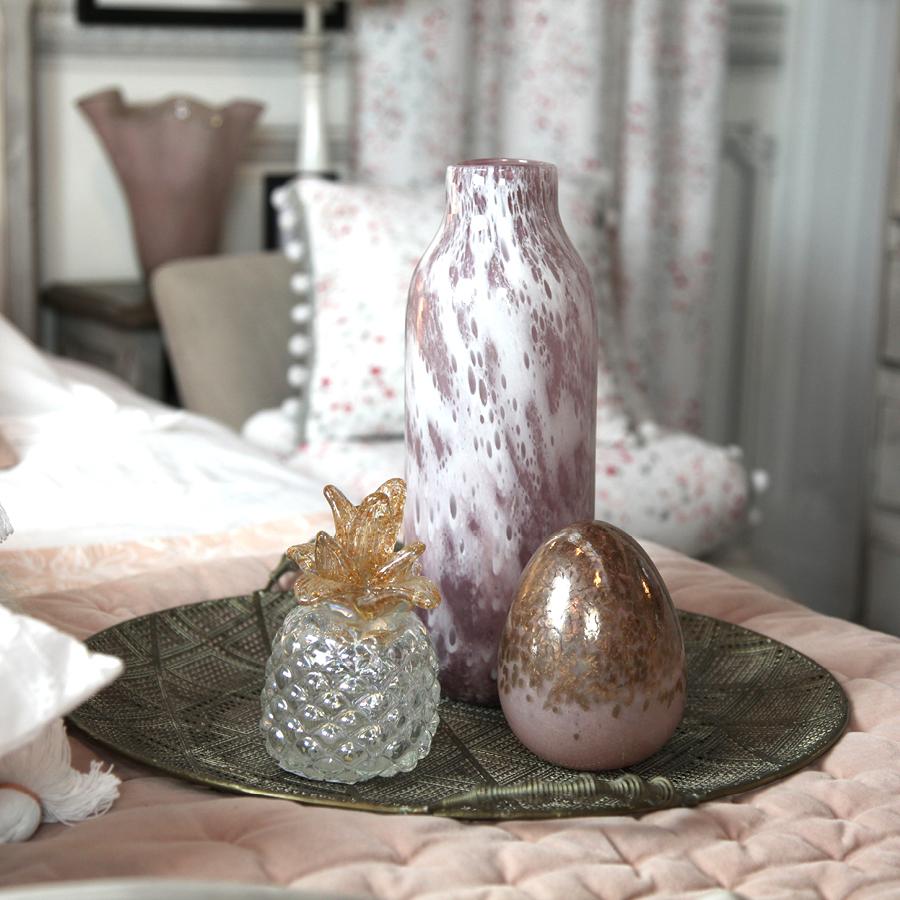 Vase en verre soufflé à la bouche rose