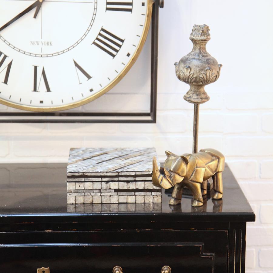 Statue rhinocéros en métal laitonné